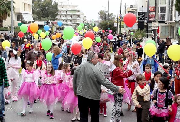 Δήμαρχος  Τα χαμόγελα των γονιών και των παιδιών είναι για μας η μεγαλύτερη  ανταμοιβή Ξεχνώντας την καθημερινότητα οι γλυφαδιώτες αφέθηκαν στη γιορτινή  ... 5815ac8f6ad